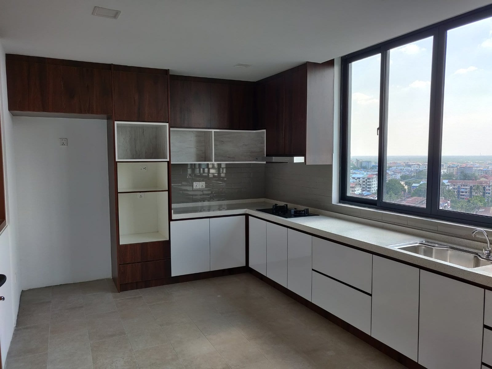 Four-Bedroom Condo in Hlaing
